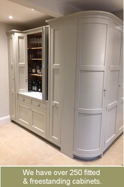 Beautiful Handmade Kitchens Of Christchurch Ltd, 91 Bargates, Christchurch, Dorset.  BH23 1QQ, Tel: 01202 475515. Pictures